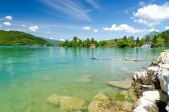 Bello lago Annecy in alpi francesi, Francia Fotografia Stock Libera da Diritti