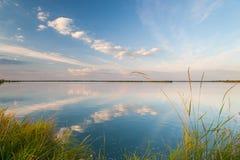 Bello lago calmo fotografia stock libera da diritti