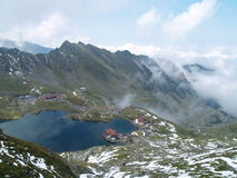 Bello lago in Carpathians rumeni Fotografia Stock