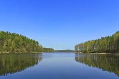 Bello lago della foresta Fotografie Stock