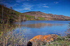 Bello lago della montagna immagini stock