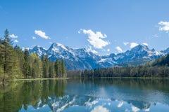 Bello lago della montagna nelle alpi in Austria Immagini Stock