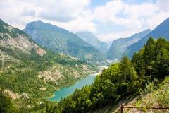 Bello lago della montagna nelle alpi austriache Immagini Stock