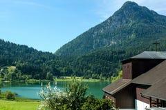 Bello lago della montagna nelle alpi austriache Fotografia Stock Libera da Diritti