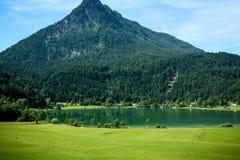 Bello lago della montagna nelle alpi austriache Immagini Stock Libere da Diritti