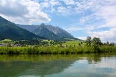 Bello lago della montagna nelle alpi austriache Fotografie Stock