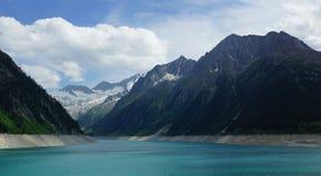 Bello lago e ghiacciaio alti nelle alpi Fotografie Stock