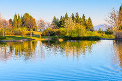 Bello lago e Mountain View in Sandanski, Bulgaria Fotografie Stock