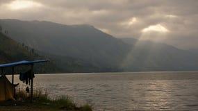 Bello lago Lut Tawar, altopiani di Gayo, distretto centrale dell'Aceh, l'Aceh fotografie stock
