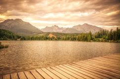 Bello lago in montagne Immagine Stock