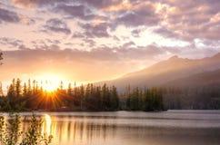 Bello lago in montagne Fotografie Stock