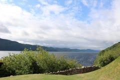 Bello lago negli altopiani della Scozia immagini stock