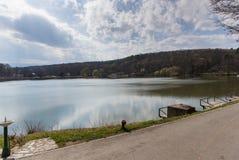 Bello lago a Sibiu immagini stock