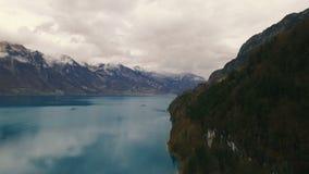 Bello lago vicino alle montagne Fotografia Stock Libera da Diritti