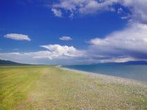 Bello landskape piano in Kyrgystan, lago Kol di canzone fotografia stock libera da diritti
