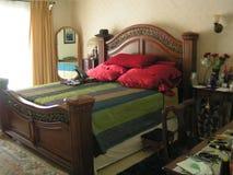 Bello letto di legno Fotografie Stock Libere da Diritti