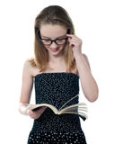 Bello libro di lettura della ragazza Fotografia Stock Libera da Diritti