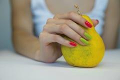 Bello manicure femminile Fotografia Stock
