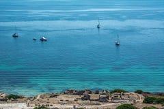 Bello mare del blu di turchese con gli yacht Fotografie Stock