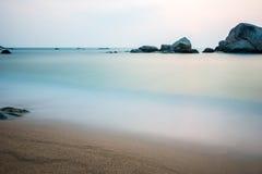 Bello masso nell'oceano Fotografia Stock Libera da Diritti