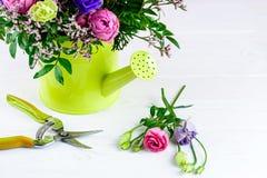 Bello mazzo creativo luminoso con le rose blu e rosa, chry Immagine Stock Libera da Diritti