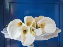 Bello mazzo dei fiori bianchi di aro o della calla fotografia stock