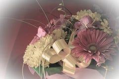 Bello mazzo dei fiori e del crisantemo della gerbera su un diff Immagini Stock