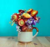 Bello mazzo dei fiori variopinti di autunno immagini stock
