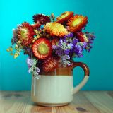 Bello mazzo dei fiori variopinti di autunno fotografie stock