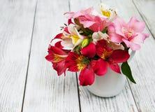 Bello mazzo di alstroemeria rosa Immagine Stock Libera da Diritti