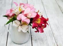 Bello mazzo di alstroemeria rosa Fotografia Stock Libera da Diritti