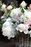 Bello mazzo di nozze con molti fiori teneri Fotografie Stock Libere da Diritti