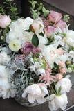 Bello mazzo di nozze con molti fiori teneri Immagini Stock Libere da Diritti