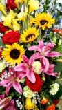 Bello mazzo floreale, girasoli, Lillies, gladiolo, rose immagine stock