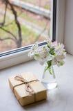 Bello mazzo tenero di Alstroemeria con il nea avvolto del pacchetto Fotografia Stock Libera da Diritti