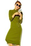 Bello modello alla moda in vestiti alla moda di estate in studio Immagine Stock