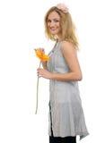 Bello modello biondo con un fiore 2 Fotografia Stock Libera da Diritti