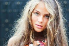 Bello modello con capelli lunghi Fotografie Stock
