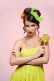 Bello modello con il lollipop immagini stock libere da diritti