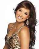 Bello modello dei capelli del Brunette con il vestito dal ghepardo Immagine Stock Libera da Diritti
