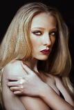 Bello modello di alta moda con capelli biondi Fotografia Stock Libera da Diritti