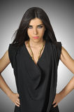 Bello modello di modo con vestiti neri Fotografia Stock