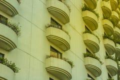 Bello modello di progettazione di architettura del terrazzo Molto Windows a Immagine Stock