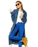 Bello modello in vestiti alla moda di estate in studio Fotografie Stock Libere da Diritti