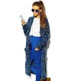 Bello modello in vestiti alla moda di estate in studio Fotografia Stock Libera da Diritti