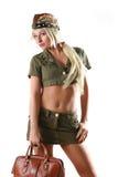 Bello modello in vestiti militari con il sacchetto Immagini Stock Libere da Diritti