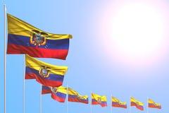 Bello molte bandiere dell'Ecuador hanno disposto diagonale su cielo blu con spazio per il vostro testo - tutta l'illustrazione de illustrazione vettoriale