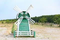 Bello mulino verde e bianco Fotografia Stock Libera da Diritti