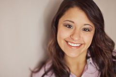 Multi giovane donna etnica sorridente Fotografia Stock Libera da Diritti