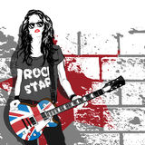Bello musicista che gioca chitarra Immagini Stock Libere da Diritti